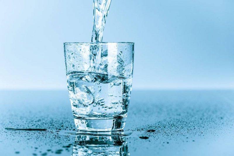 نوشیدن مایعات برای رفع خلط گلو