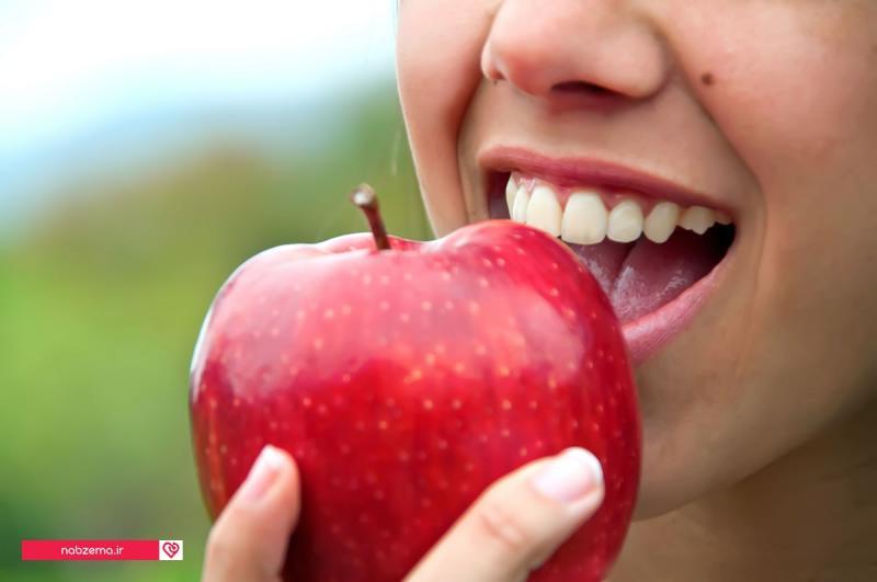 عکس سیب خوردن