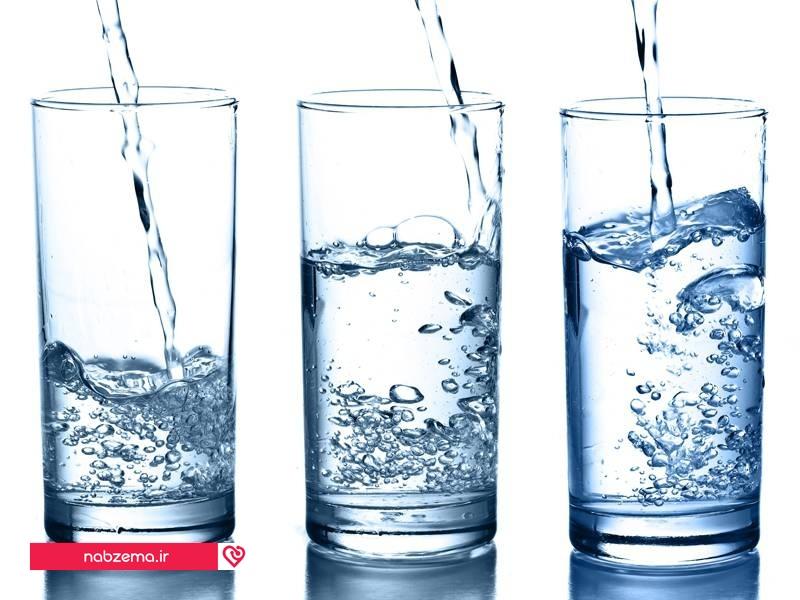 نوشیدن مقدار زیادی آب برای کاهش خونریزی قاعدگی
