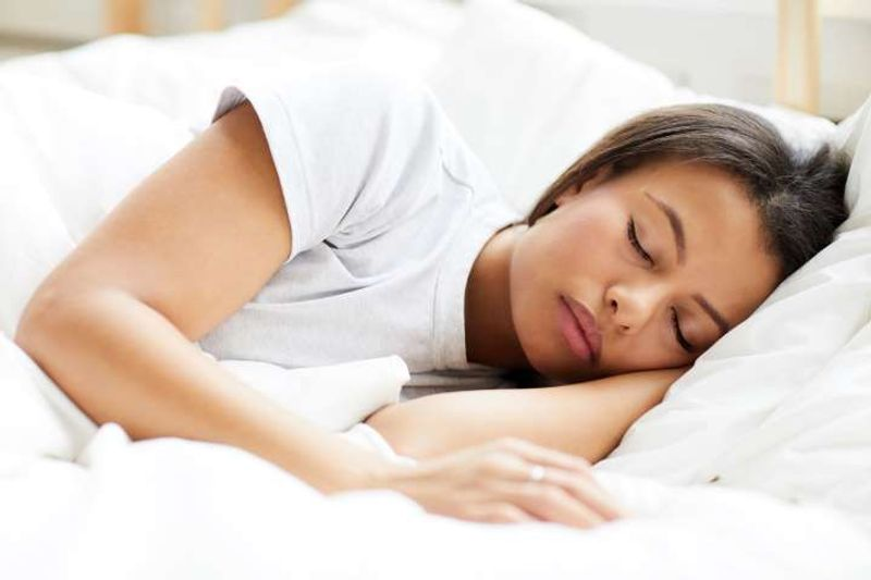 رفع گودی چشم با خواب