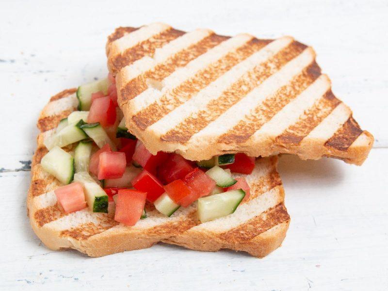 ساندویچ خیار و گوجه